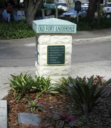 Riverwalk Fort Lauderdale: Sign Post