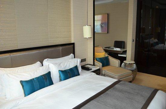 Pacific Regency Hotel Suites : Comfortable Bed