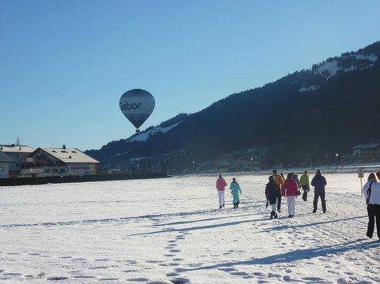 Chalet Mounty : Morning Walk to Gondola - hot air balloon just taken off