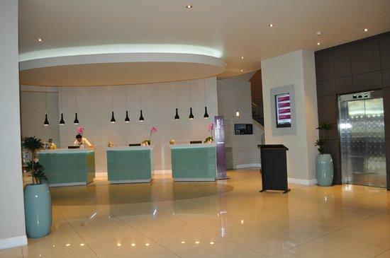 Mercure Auckland: Lobby