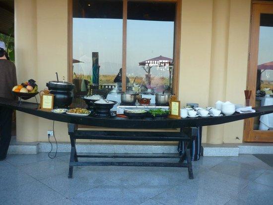 Aureum Palace Resort & Spa Inle: terrasse petit dejeuner