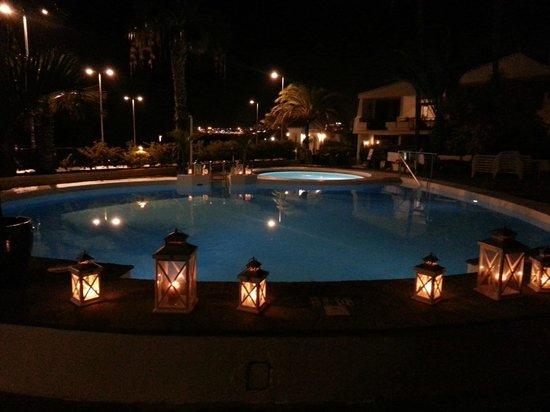 Sunsuites Carolina: Candles around the pool