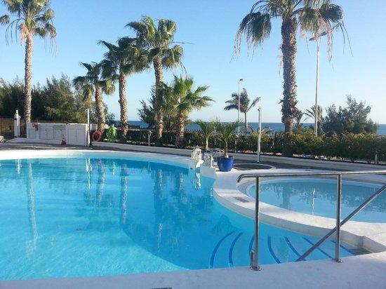 Sunsuites Carolina: Pool area