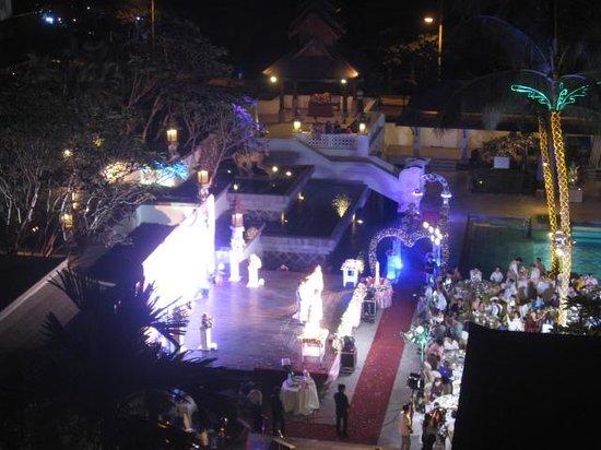 Chatrium Hotel Royal Lake Yangon: Wedding by the pool - noisy at night