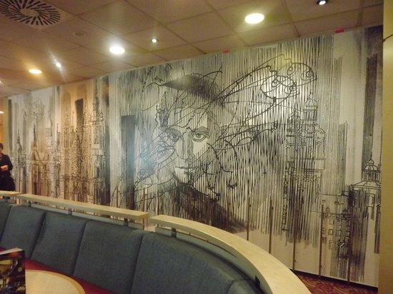Orea Hotel Pyramida: obra de arte no bar