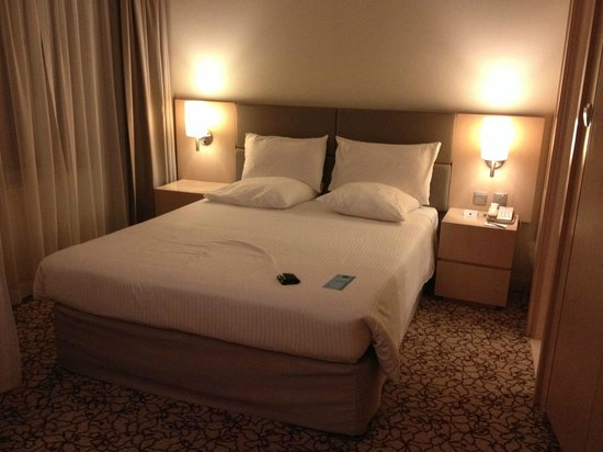 Novotel Suites Dubai Mall of the Emirates: Cama