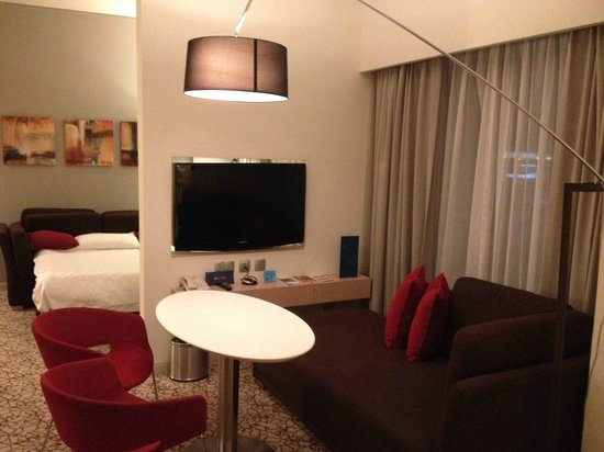 Novotel Suites Dubai Mall of the Emirates: Hab tipo suit enorme