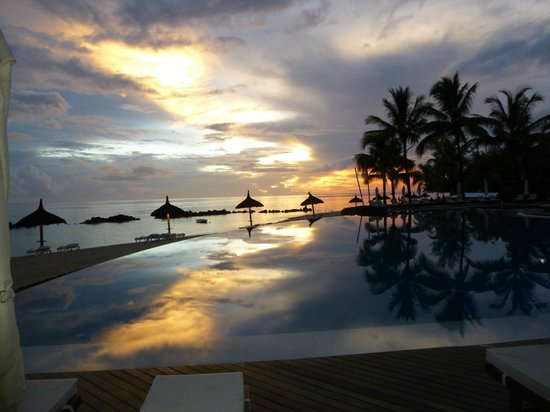 Sands Suites Resort & Spa : View from the restaurant across the infinity pool at sunset
