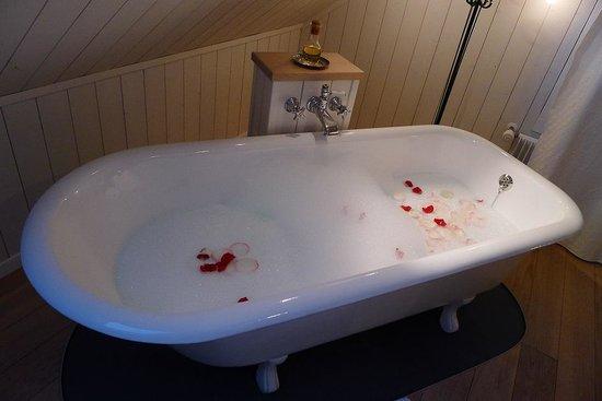 Boutique Hotel Schlüssel: Ein Bad zu zweit vor dem Nachtessen... why not?