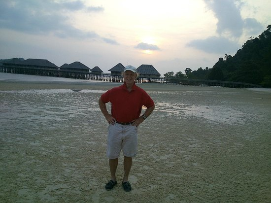 Telunas Beach Resort: sunset time and low tide looking west