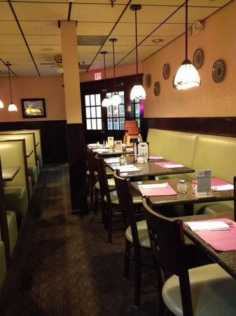 Suffield Pizza & Family Restaurant : Dining area