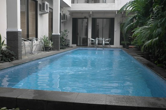 The Pejaten Suites: Small pool A nice cozy place to rest & relax