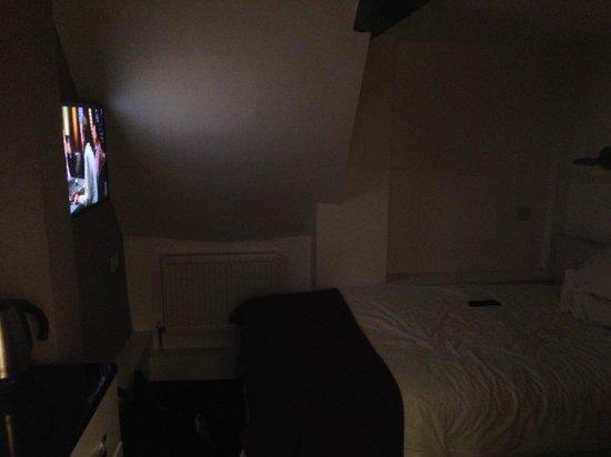The White Hart Hotel: My room - minus working lights.