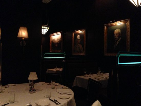 The Capital Grille : Restaurant - 2