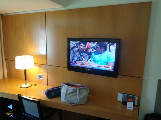 NH Bariloche Edelweiss: LCD y escritorio