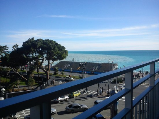 Mercure Nice Promenade des Anglais: View from our room