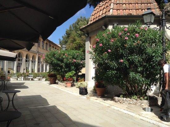 Bagni di Pisa : hotel gardens/grounds