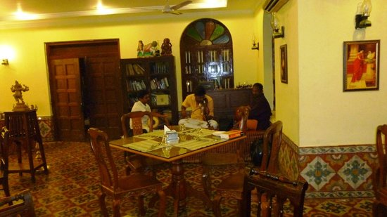 Paradise Resort: Local musicians playing Tamil music at dinner