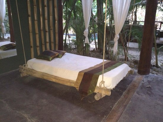 Canaima Chill House: Our outdoor chill bed on our private terrace
