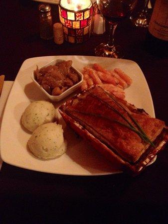 Resto D'ici Et D'ailleurs: Mois de février-Russie Mon choix de plat principal: tourte au poisson, accompagné de carottes g