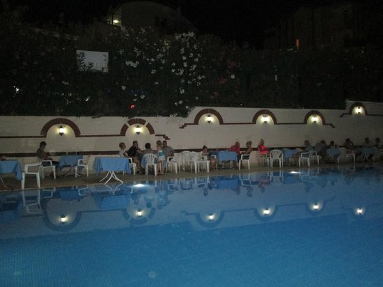 Dynasty: Pool area