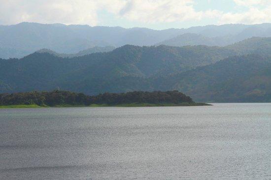 Lake Arenal: Большое и красивое озеро