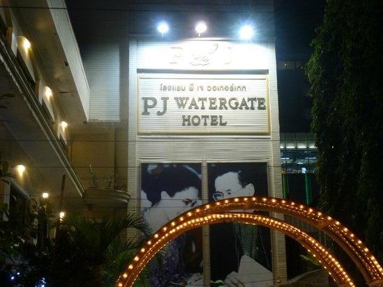 PJ Watergate Hotel : Name borad outside