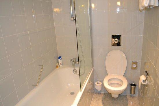 K+K Hotel Maria Theresia: salle de bains