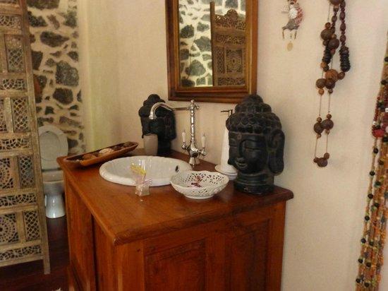 Salle de bain déco zen - Picture of Les Grands Monts, Saint ...