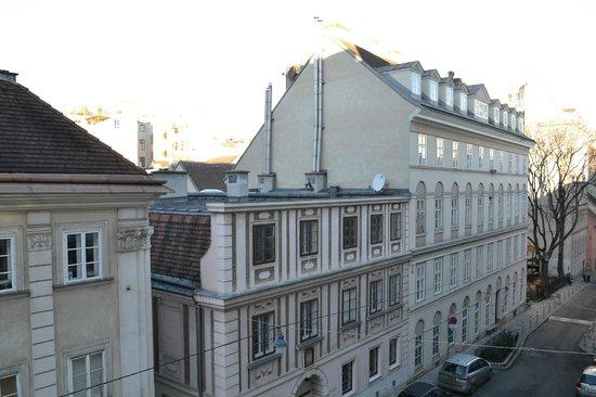 K+K Hotel Maria Theresia: Une vue sur la rue pas désagréable