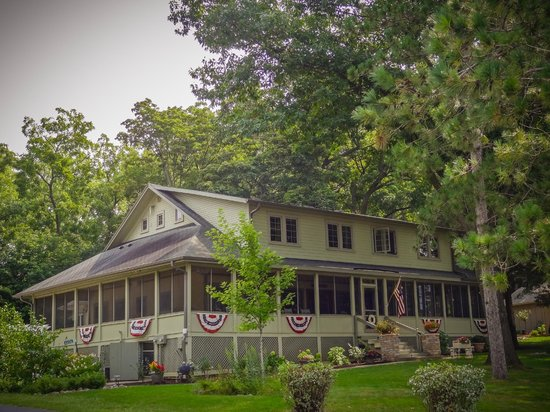 Lake Ripley Lodge Bed & Breakfast