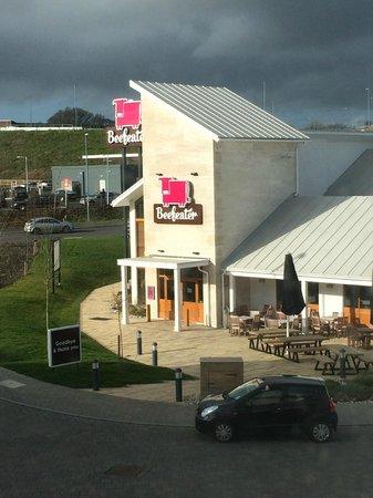 Premier Inn Weymouth Hotel: Beefeater opposite