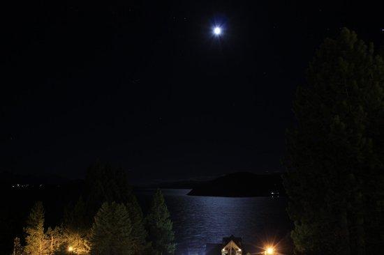 Altuen Hotel Suites&Spa: Hermosa vista por la noche desde la habitación