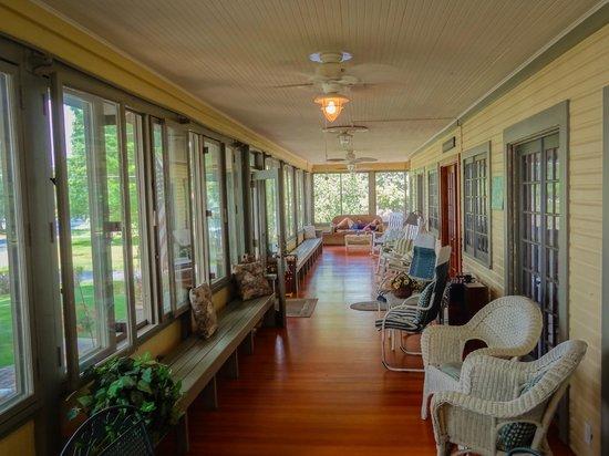 Lake Ripley Lodge Bed & Breakfast: 1200 Sq. Foot Grand Porch