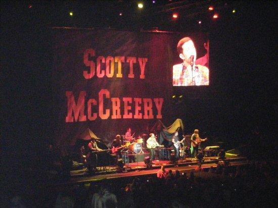 Sprint Center: Scotty McCreery