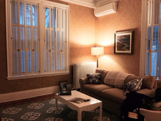 Centerboard Inn: Suite 1 living room