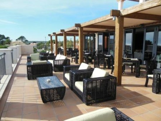 Cascade Wellness & Lifestyle Resort: Restaurant-Terrasse