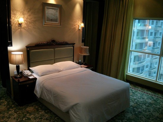 Golden Tulip Thanyah Hotel Apartments: Room