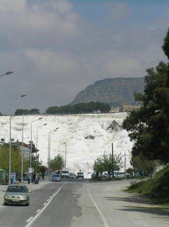 Hierapolis & Pamukkale: при подъезде к Памуккале
