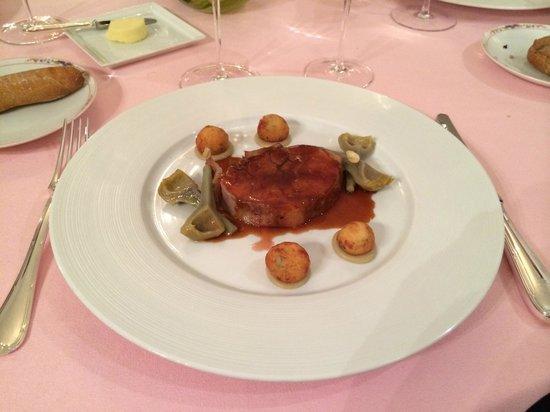 Le Chantecler : Selle d'agneau farcie d'abattis aux artichauts épineux à l'ail rose, gnocchis au thym