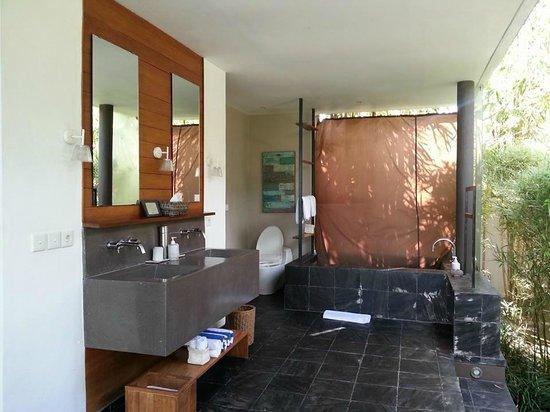 Tegal Sari: Sarang Bambu - Bathroom