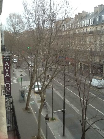Avalon Hotel Paris: BLVD de Magenta, Feb.10, 2014, checking out
