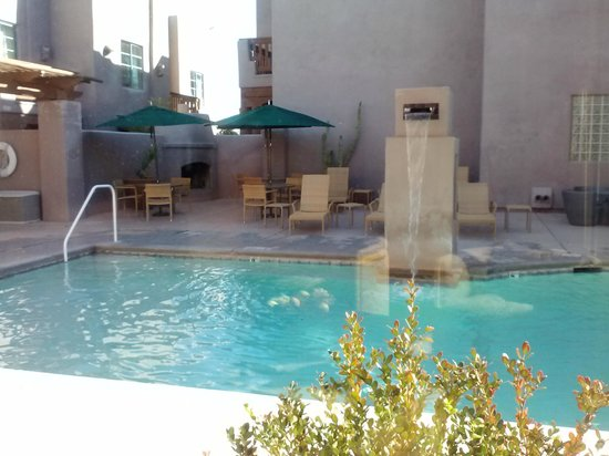 Lodge on the Desert: Pool view from Lobby