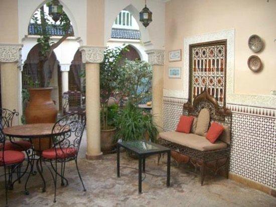 Riad Villa Harmonie: Open air entrance foya