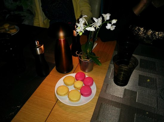 L'Affable : Complimentary Macroons