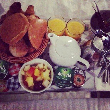 Angely Hotel : Petit déjeuner en chambre !