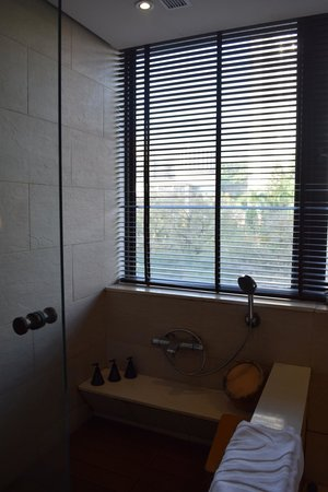Sweetme Hotspring Resort : Shower area beside the tub.