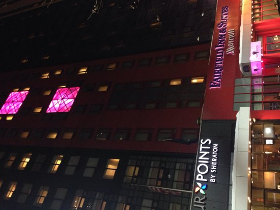 Fairfield Inn & Suites New York Manhattan/Times Square: Entrance