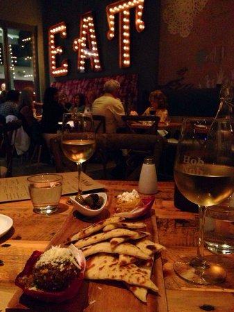 Hobnob Kitchen & Bar: Cozy environment