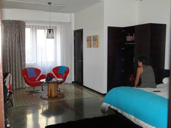 Tantalo Hotel / Kitchen / Roofbar: Hotel kamer